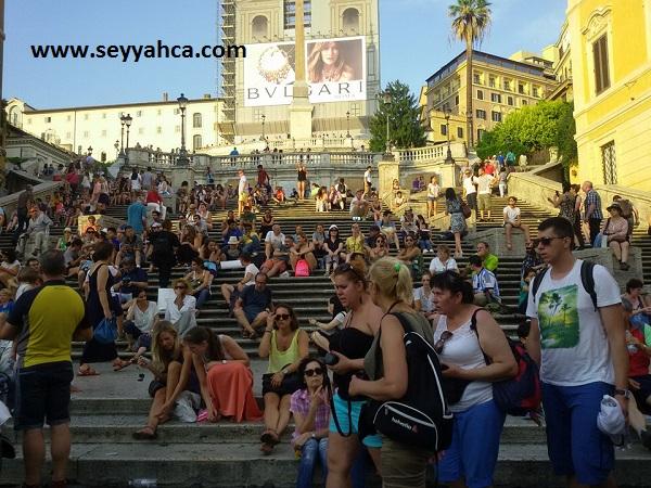Roma'daki İspanyol Merdivenleri, dünyanın her yerinden insanı ağırlıyor.