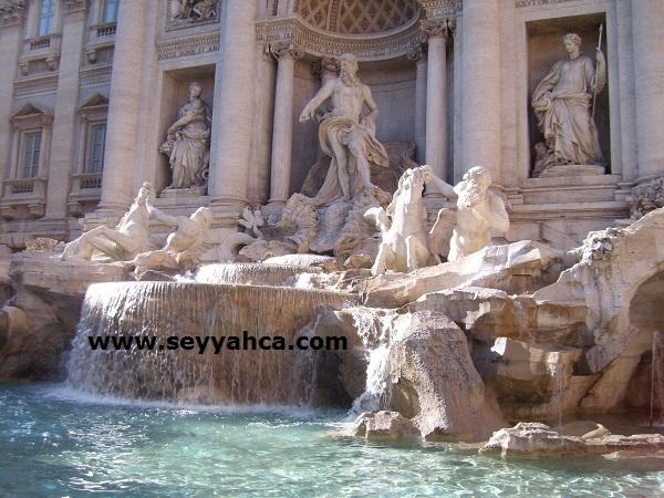 Roma Aşk Çeşmesi Heykeller