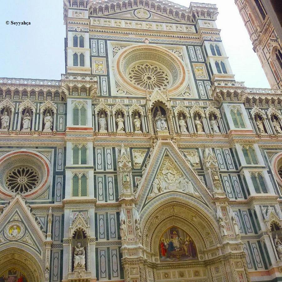 Duamo Katedrali Dış Cephe