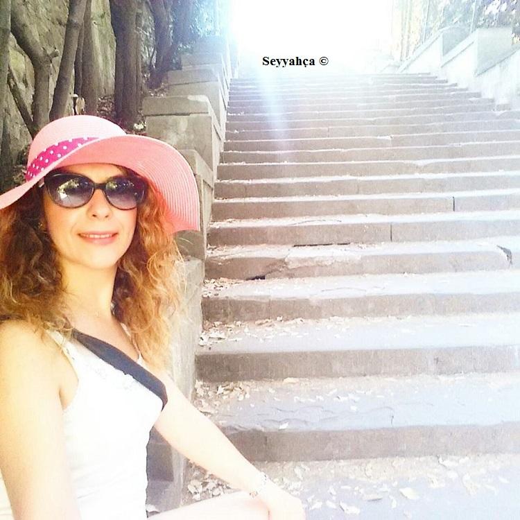 Michelangelo Tepesi'ne merdivenlerden çıkarken...