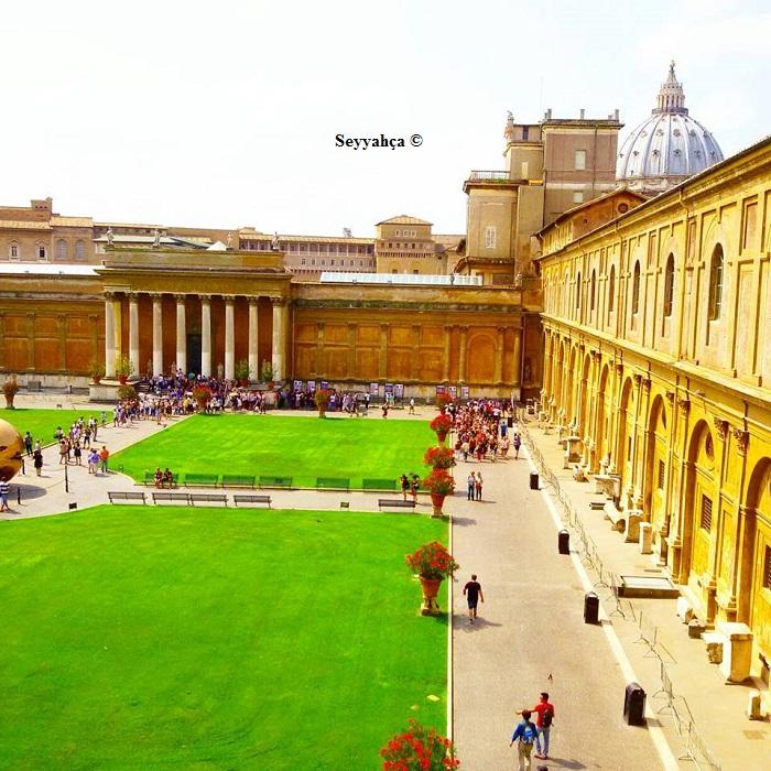 Vatikan'ın Bahçesi de, içi gibi göz alıcı...