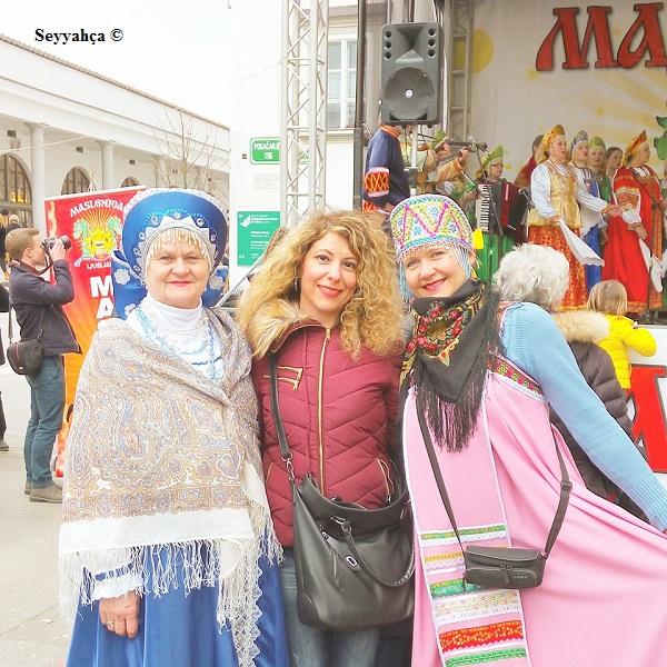Lubiyana- Slovenya yerel kıyafetli kadınlar.