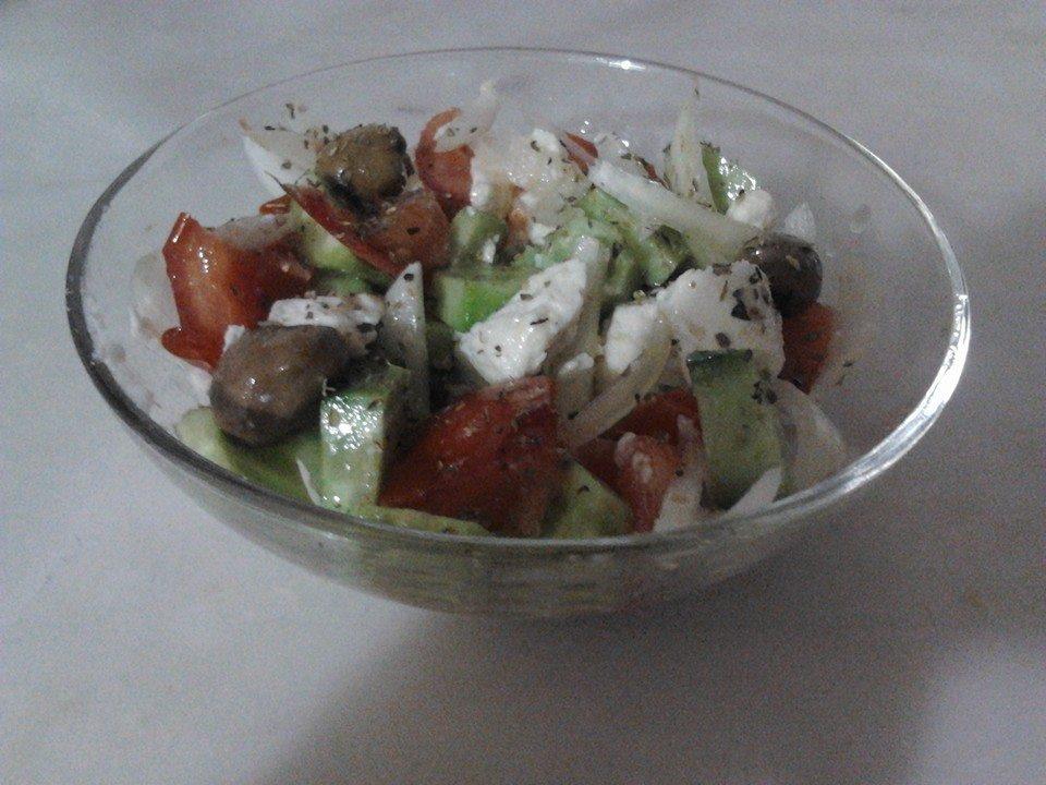 Yunan Salatası -Fotoğraf: Figen Karaaslan