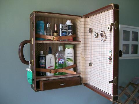 Bavul banyo dolabı